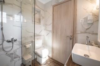 superior apartment villa verde shower